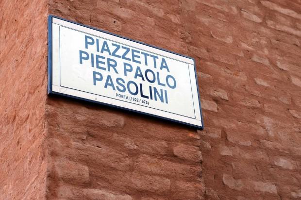 Femuci un girettu in Bologna