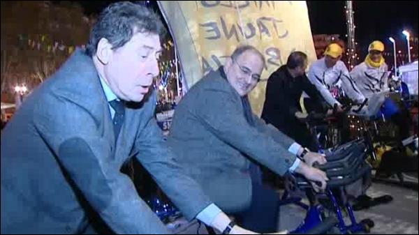 Paul Giacobbi surride, Emile Zuccarelli strazieghja.