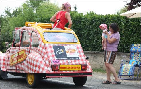Tour de France : i Corsi anu dunque da seguità a vittura Cochonou durante una settimana.