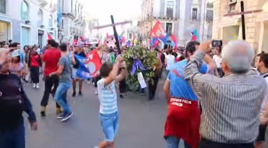 Palermo festighjeghja a falata di Catania cù... una cascia
