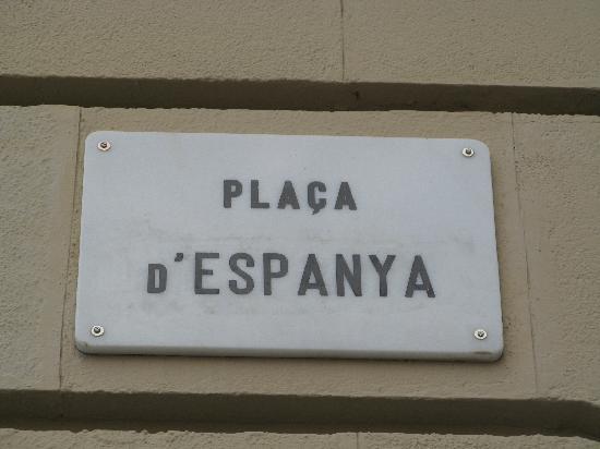 """I Catalani volenu sbattizà a """"Plaça d'Espanya"""" di Barcellona in """"Plaça David Bowie"""""""