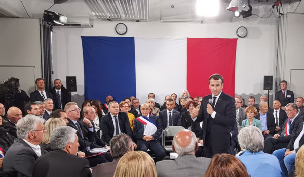 Guerra di e bandere : Macron l'avia più grossa