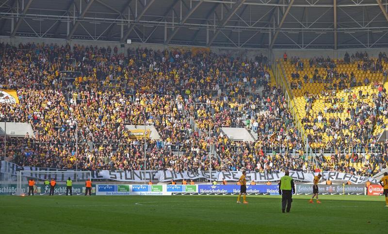 """I sustenidori di u Dynamo Dresde à i so ghjucadori : """"avete un'ora per scappà di cità"""""""