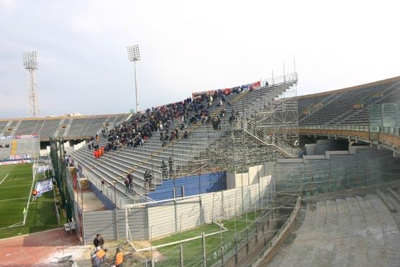 U stadiu di Cagliari, peghju ch'è quellu di Bastia ?