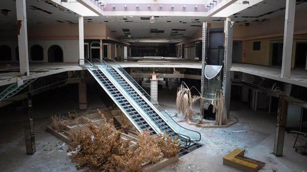 A fine di i centri cummerciali ?