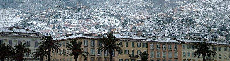 Cascanu dui fiòcculi di neve, è a Corsica hè paralizata...