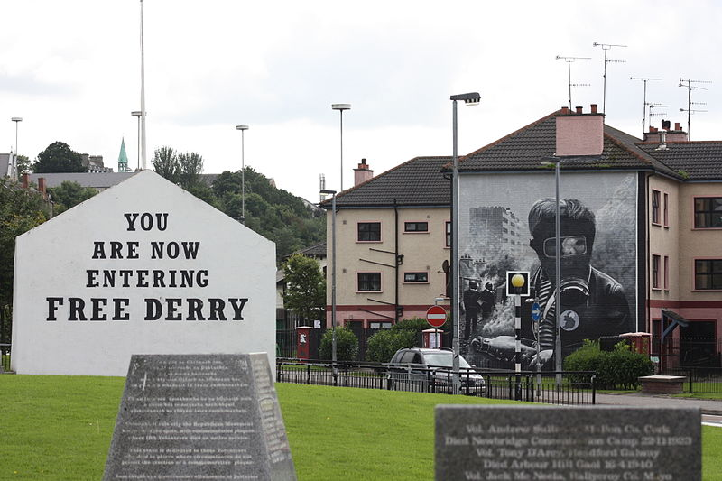 Free Derry Corner, Bogside, Derry. Autore : Ardfern / Wikimedia Commons