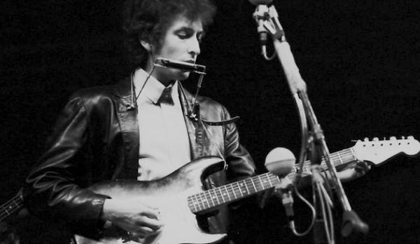 Premiu Nobel à Bob Dylan : sei belle ragioni di sciaccamanà (è una d'esse inchieti)