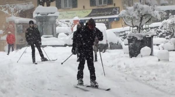 In tantu, in Corti si face u ski