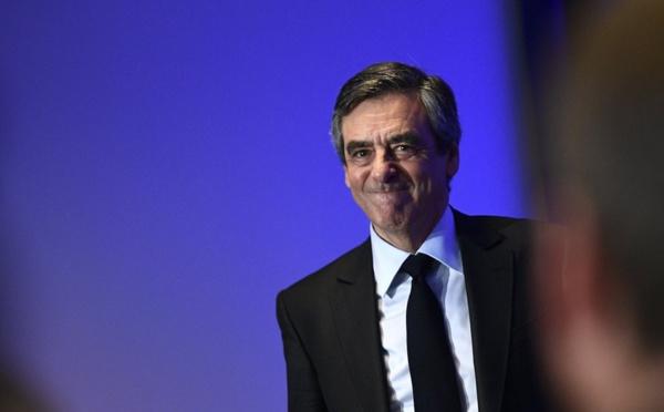 """Fillon : """"la langue corse ne peut se substituer au français"""""""